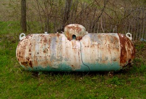old propane gas tank rusts